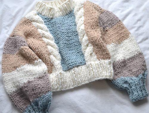свитер с объёмными рукавами спицами