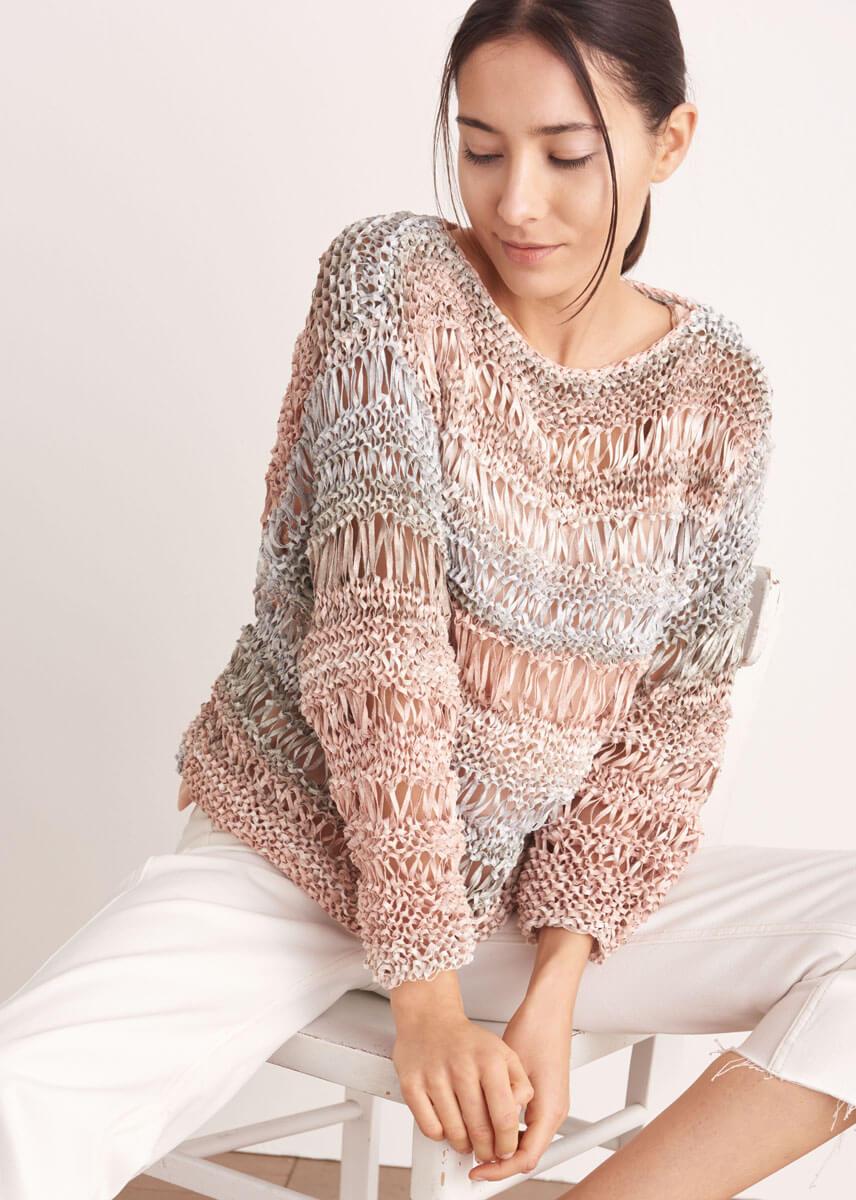летний пуловер вытянутыми петлями