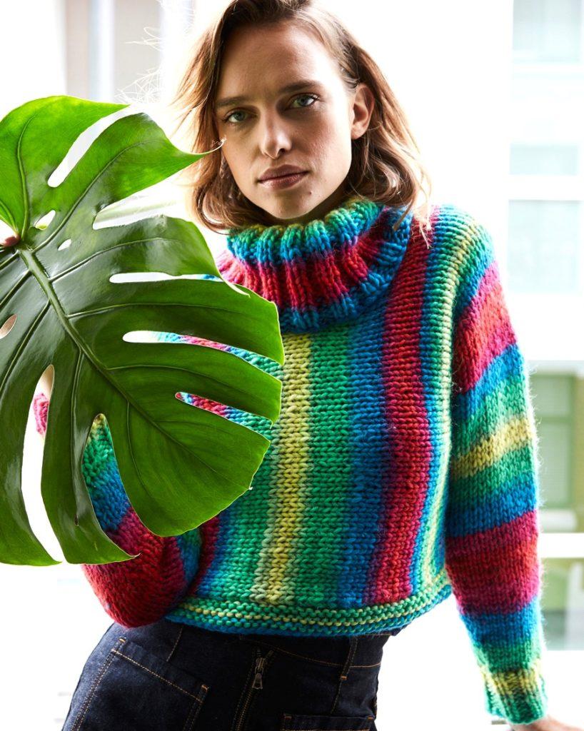 укороченный свитер в полоску