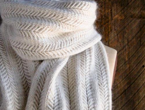 нежный шарф спицами